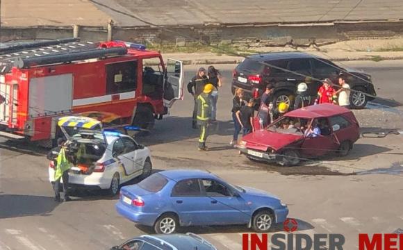Намагались визволити очевидці: у Луцьку трапилася моторошна ДТП з потерпілими. ВІДЕО