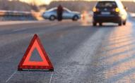 Лобове скло лежить посеред дороги: у Луцьку аварія за участі маршрутки