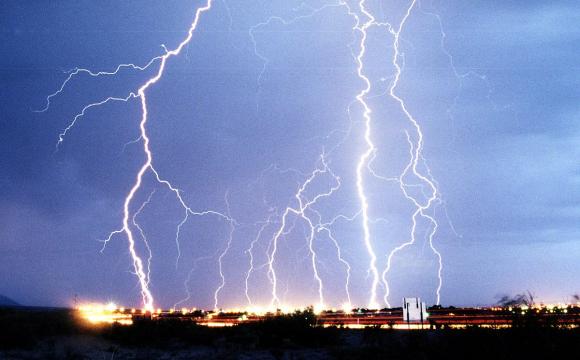 Робили селфі на вежі: від удару блискавки загинули 11 людей