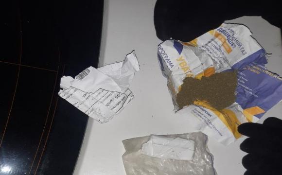 Наркотики на дитячому майданчику: на Конякіна знайшли небезпечні згортки. ФОТО
