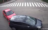 На перехресті Кривого Валу і Глушець зіткнулись два авто. ВІДЕО