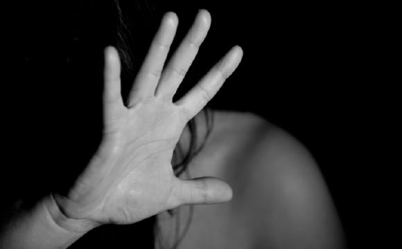У Києві співмешканець матері двічі зґвалтував дівчинку-інваліда
