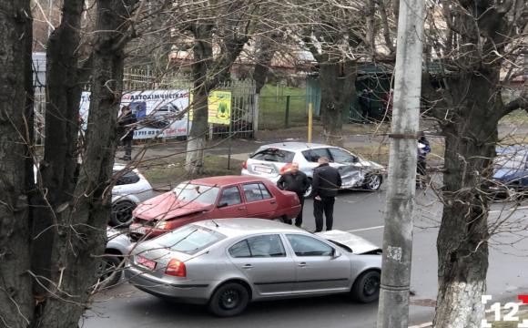 На Дубнівській у Луцьку – подвійна аварія. ФОТО