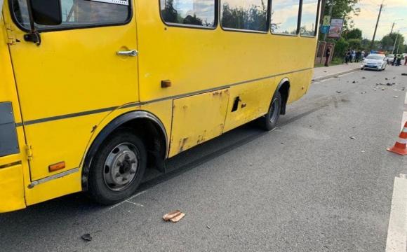 Уламки по всій вулиці: у ДТП з маршруткою загинув 13-річний скутерист. ФОТО