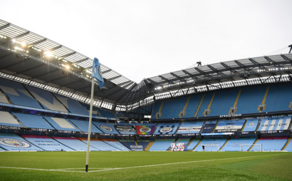 Чемпіонат Англії з футболу можуть перервати через спалах коронавірусу в клубах