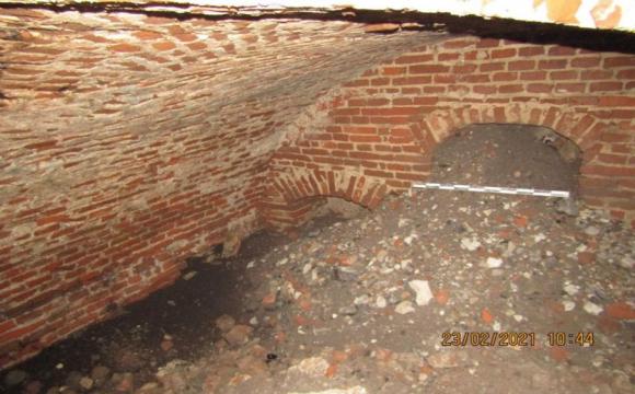 У Володимирі-Волинському біля міськради знайшли древній тунель. ФОТО. ВІДЕО