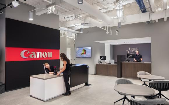 Ключ до офісу: у компанію Canon впускають тільки з посмішкою. ФОТО